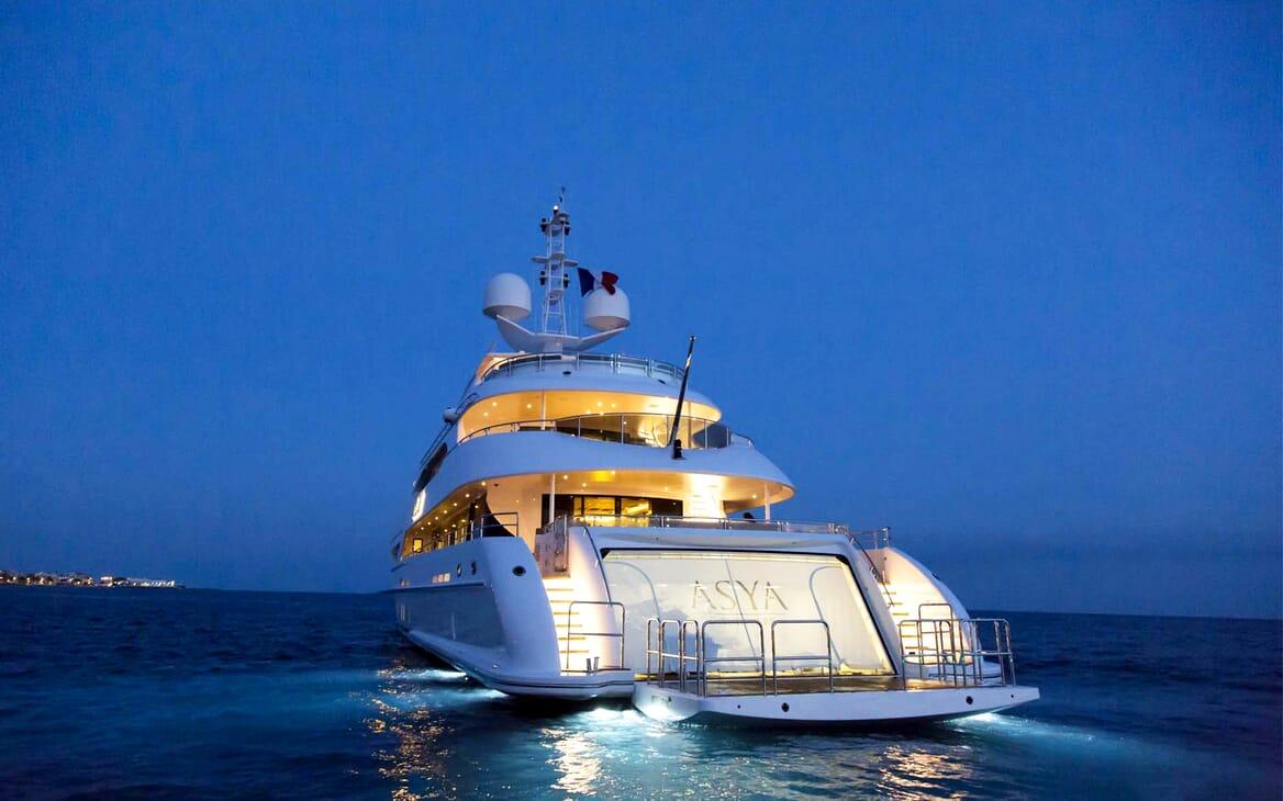 Motor Yacht Asya aft shot