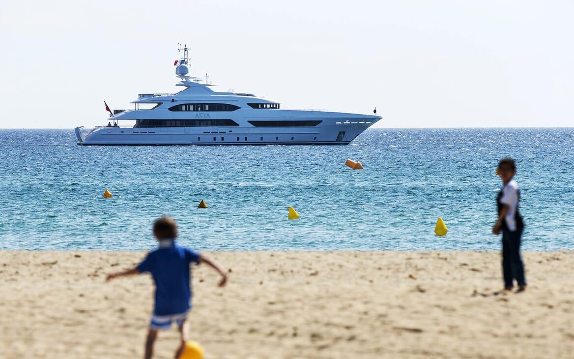 Motor Yacht Asya anchored