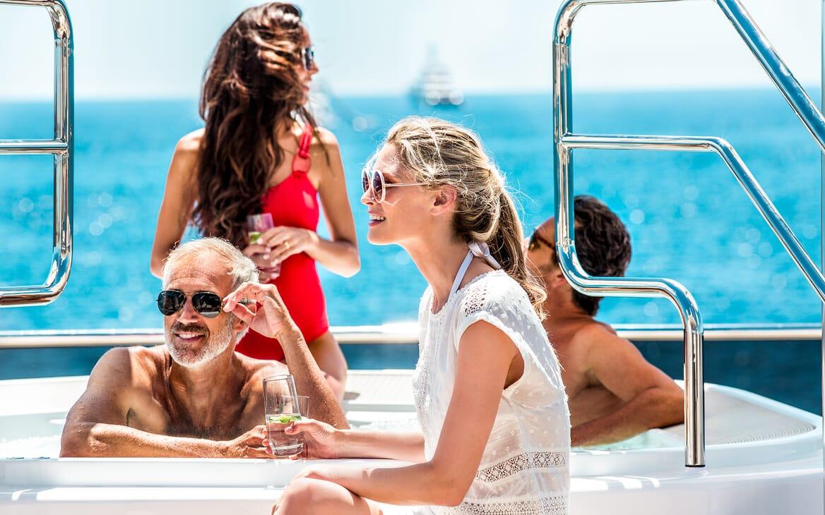 Motor Yacht Asya hot tub