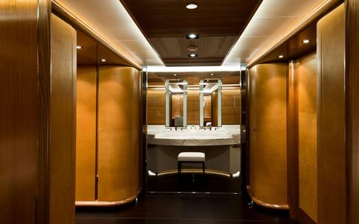 Sailing Yacht Melek bathroom with large bath tub