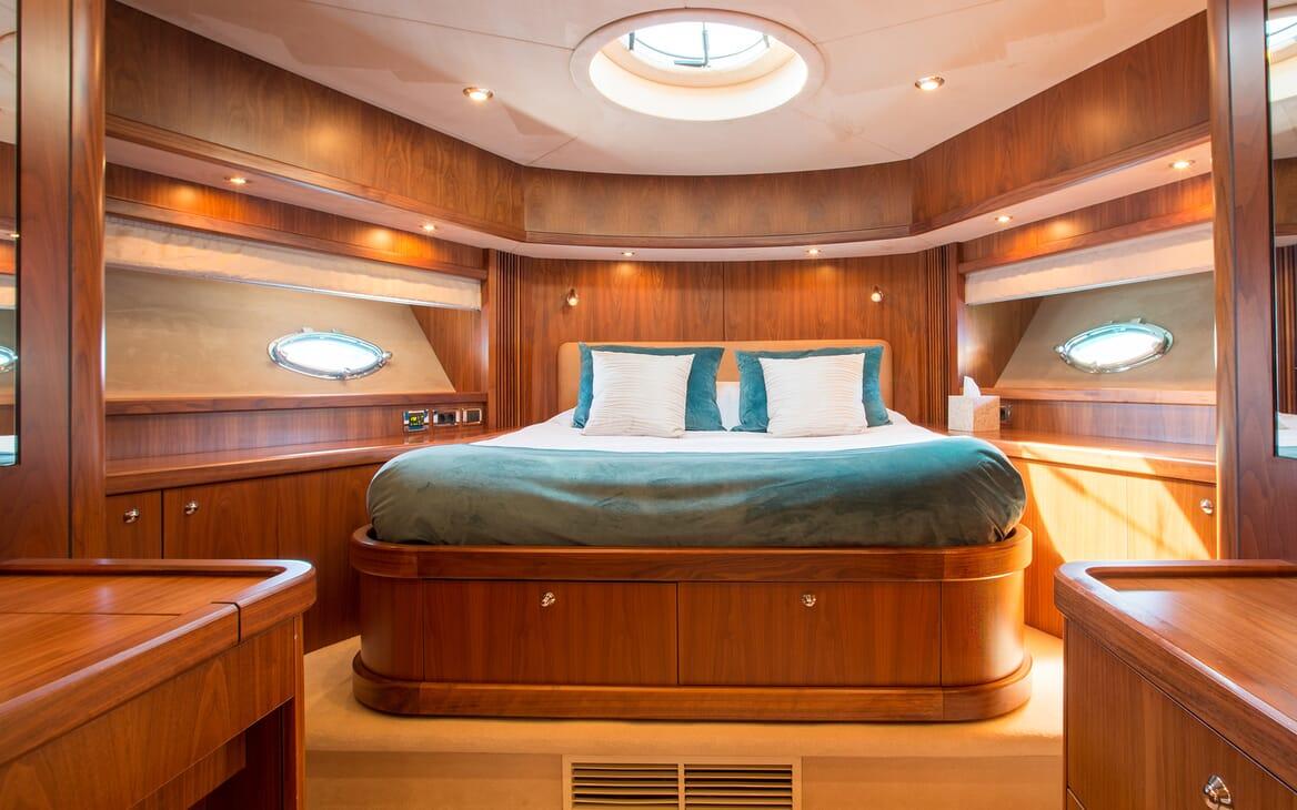 Motor Yacht Hooligan master cabin