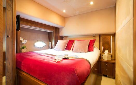 Motor Yacht Hooligan VIP cabin