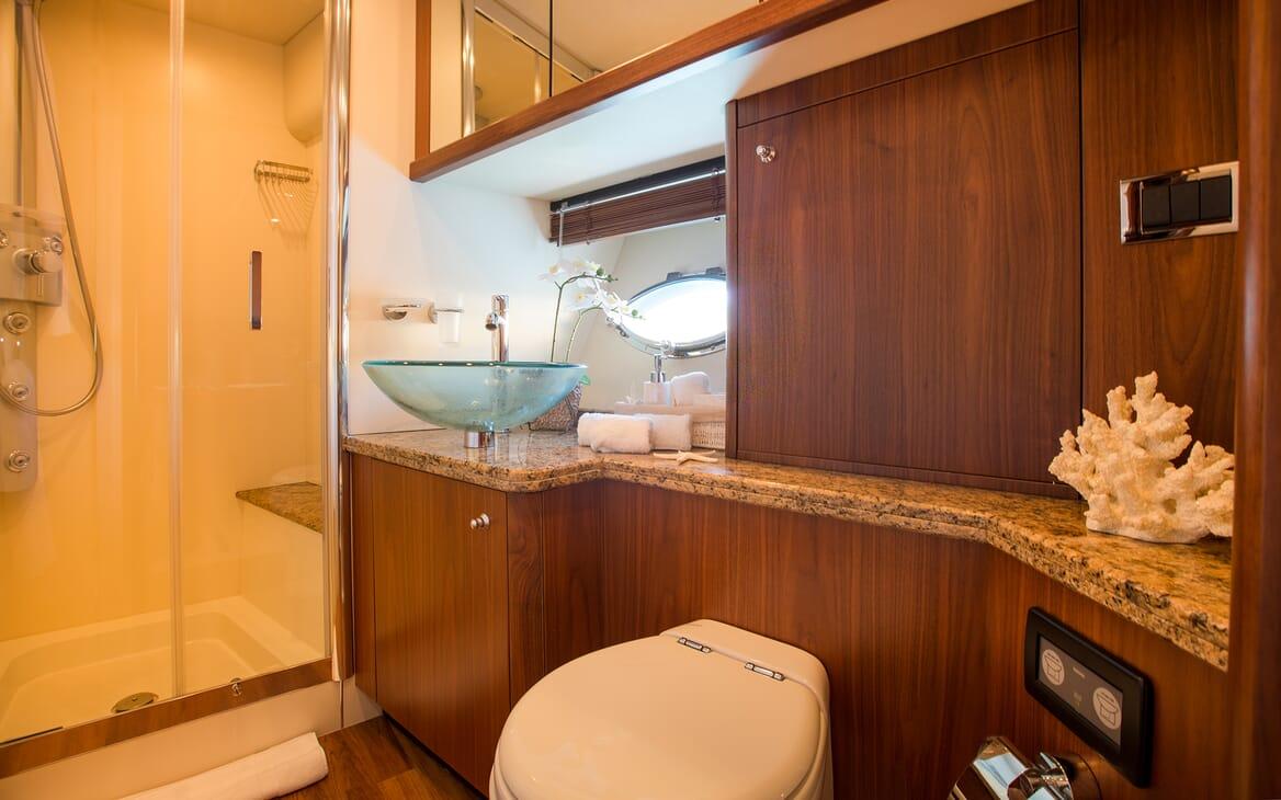 Motor Yacht Hooligan master bathroom