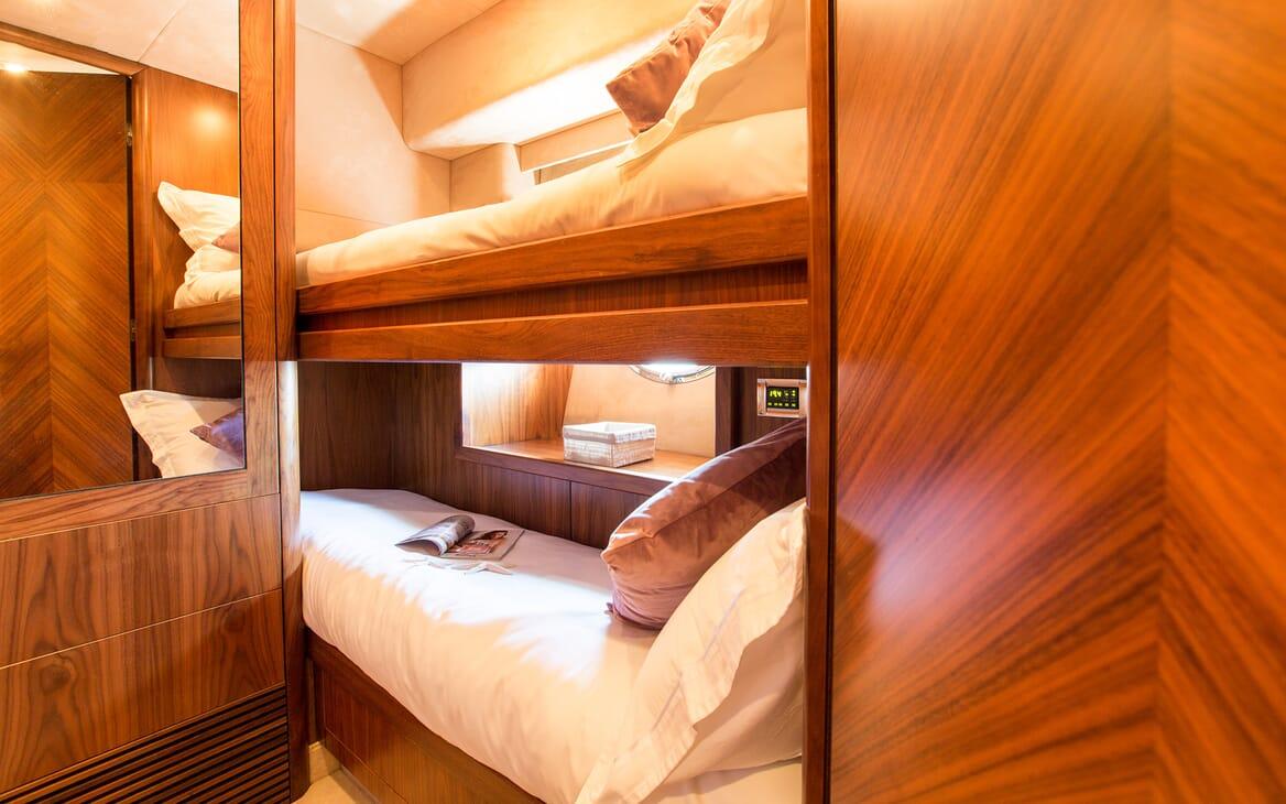 Motor Yacht Hooligan twin cabin