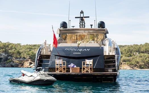 Motor Yacht Hooligan aft