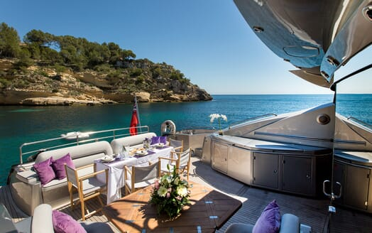 Motor Yacht Hooligan aft deck