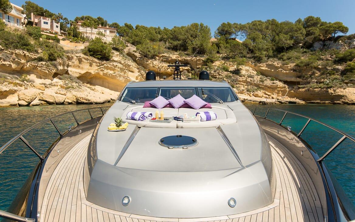 Motor Yacht Hooligan foredeck