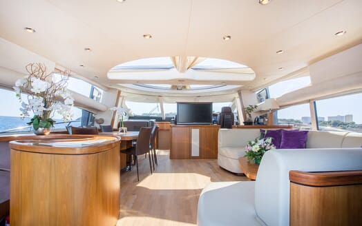 Motor Yacht Hooligan salon