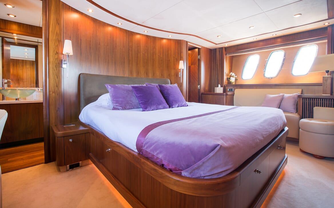 Motor Yacht Hooligan stateroom