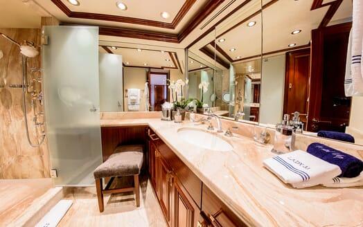 Motor Yacht LADY JJ Bathroom