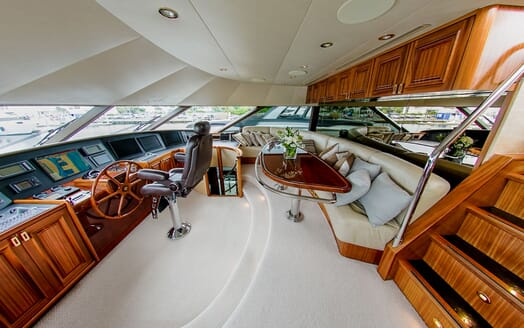 Motor Yacht LADY JJ Wheelhouse and seating