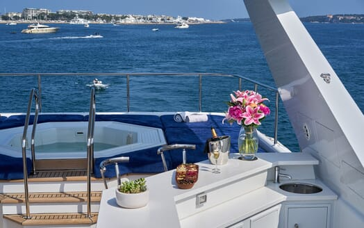 Motor Yacht Castellina  hot tub