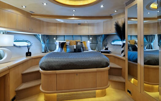 Motor Yacht Excelerate master cabin