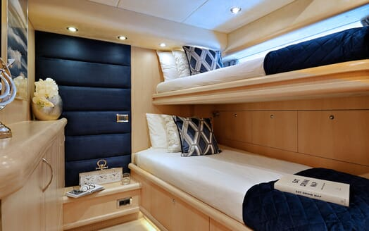 Motor Yacht Excelerate guest cabin