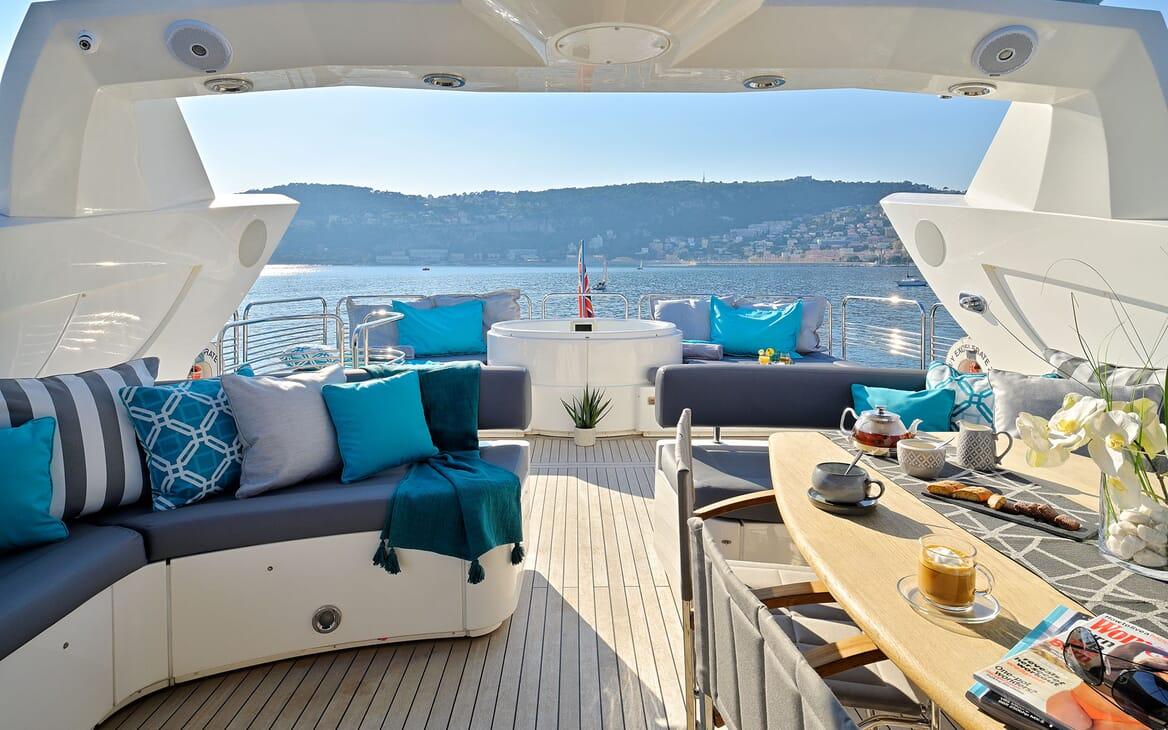 Motor Yacht Excelerateaft deck