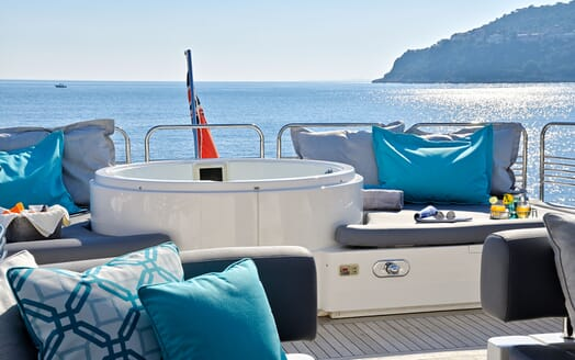 Motor Yacht Excelerate side deck