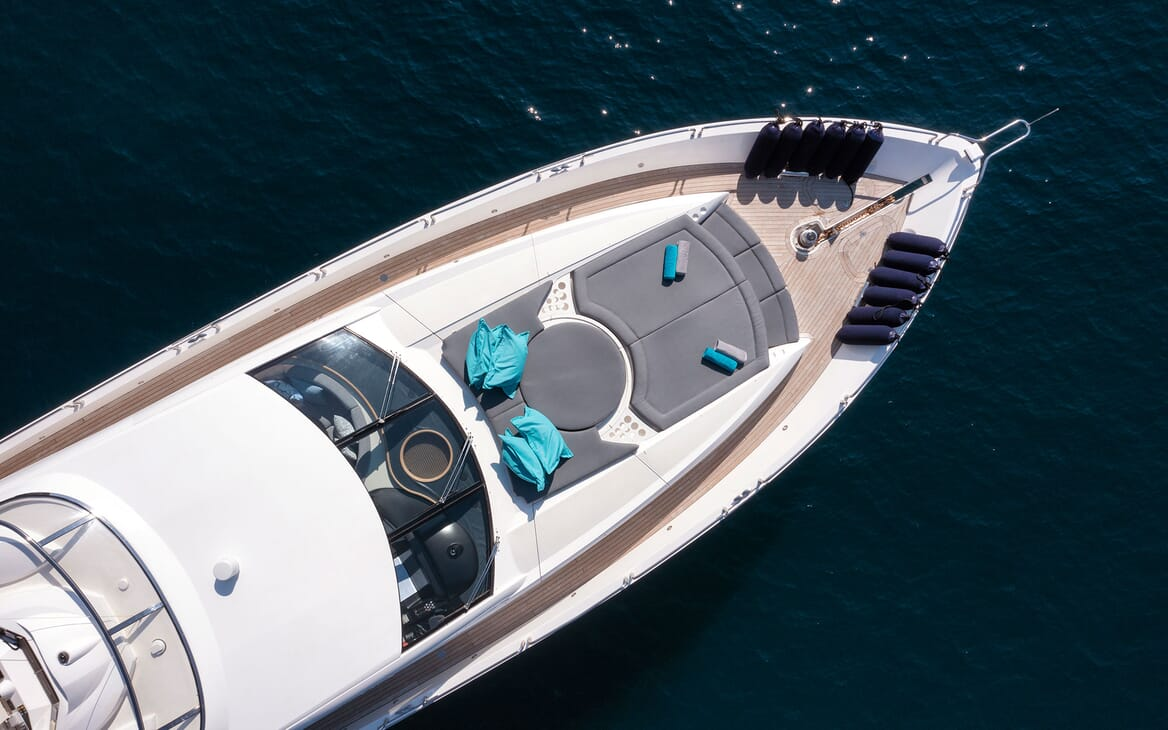 Motor Yacht Excelerate foredeck