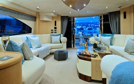 Motor Yacht Excelerate living area