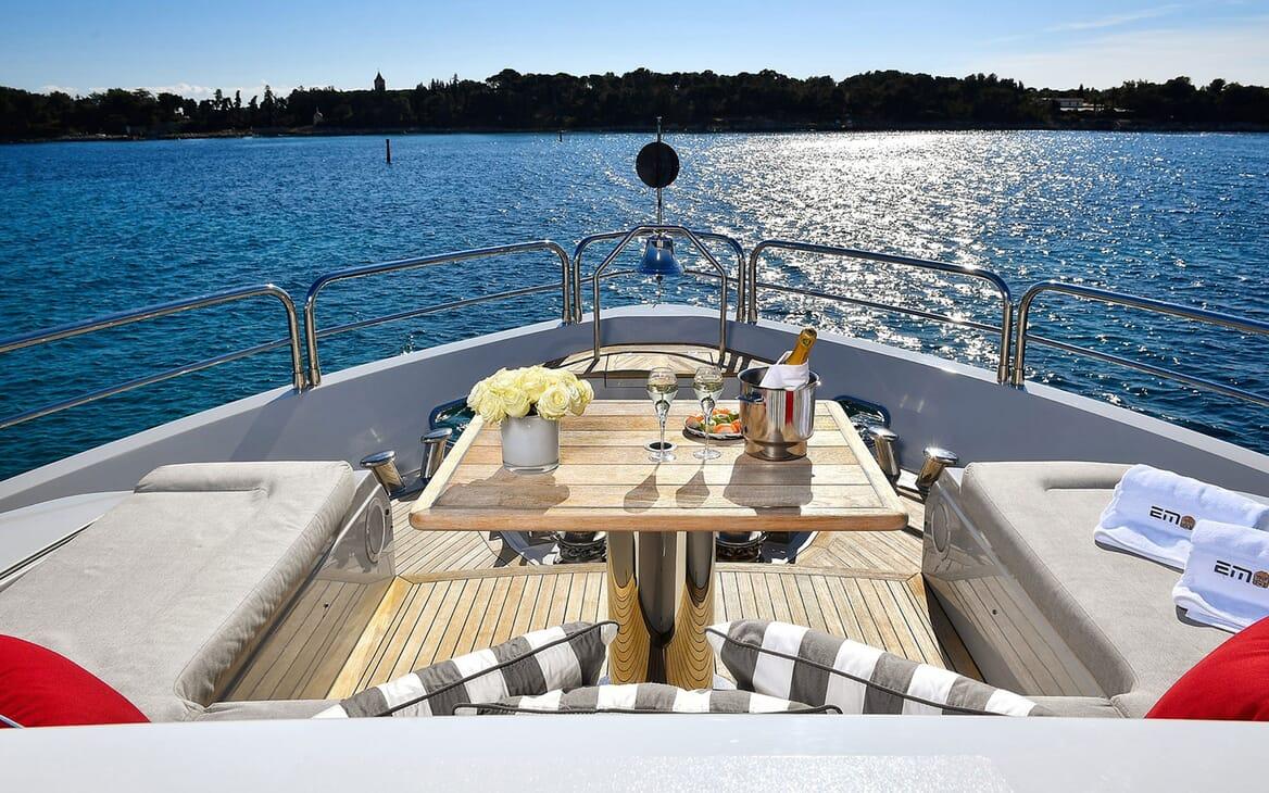 Motor Yacht EMOJI Bow Seating