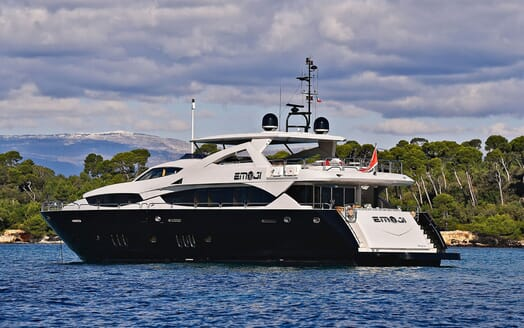 Motor Yacht EMOJI Profile Aft View