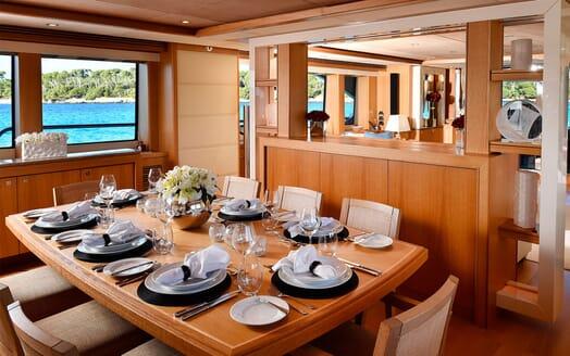Motor Yacht EMOJI Dining Table