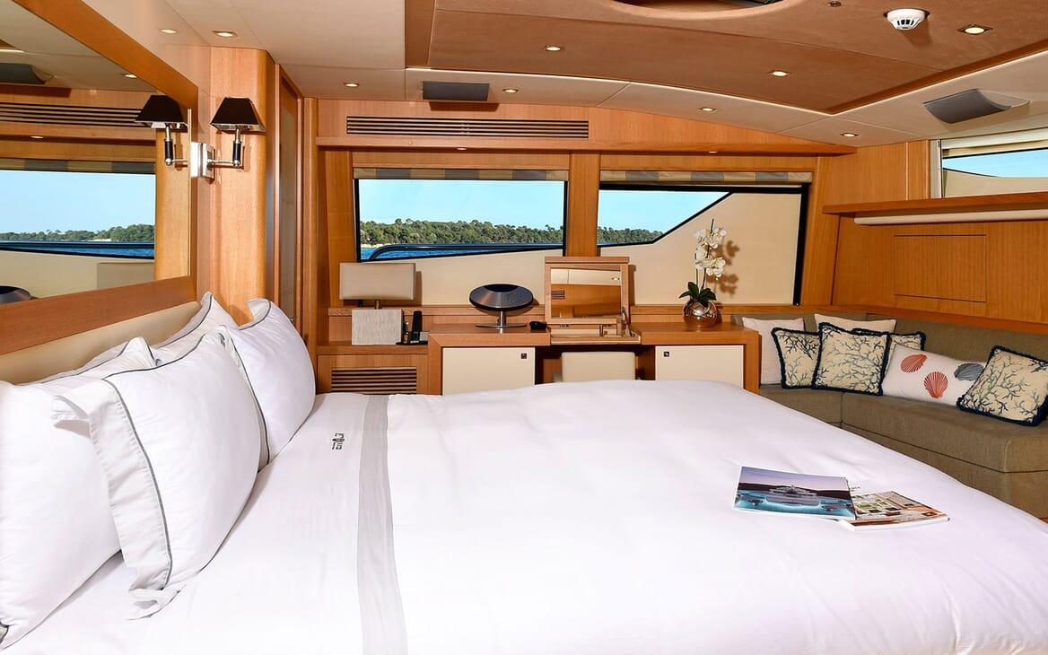 Motor Yacht EMOJI Master Stateroom