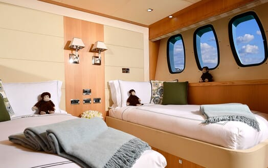 Motor Yacht EMOJI Guest Twin Stateroom