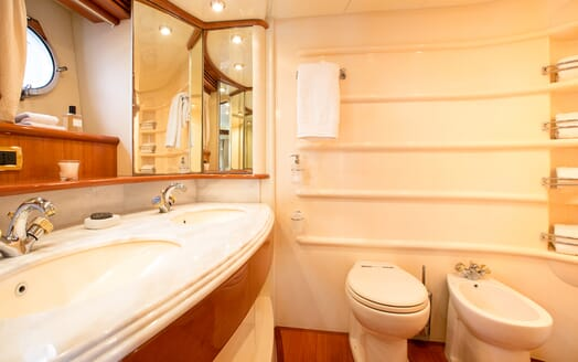 Motor Yacht Jomara bathroom