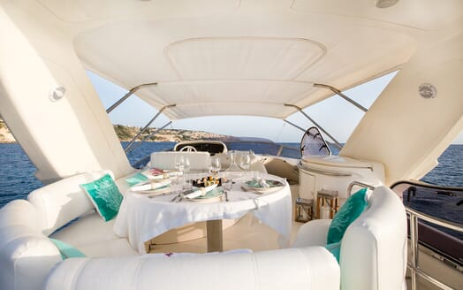 Motor Yacht Jomara seating area