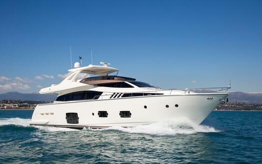 Motor Yacht Igele running shot