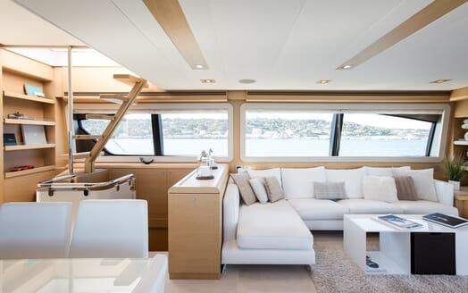 Motor Yacht Igele saloon