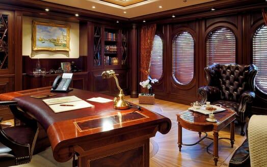 Motor Yacht ANNA I Study