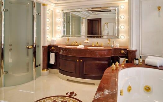 Motor Yacht ANNA I Master Bathroom