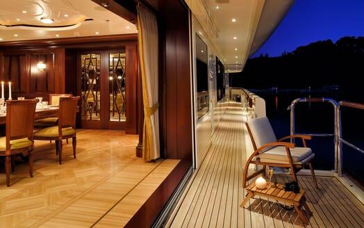 Motor Yacht ANNA I Fold down Deck