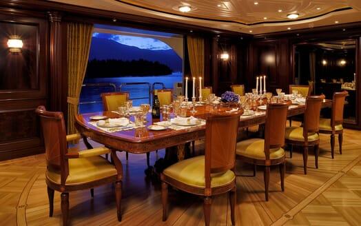 Motor Yacht ANNA I Dining Room