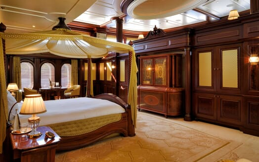 Motor Yacht ANNA I Master Stateroom