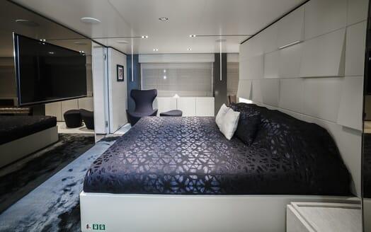 Motor Yacht December Six VIP cabin