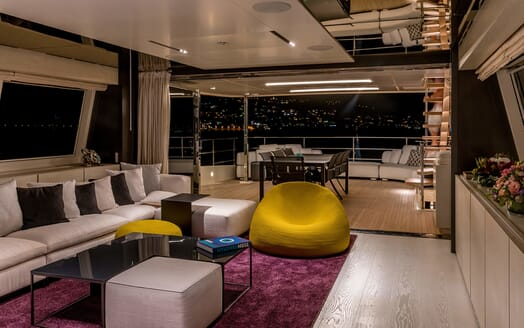 Motor Yacht December Six salon