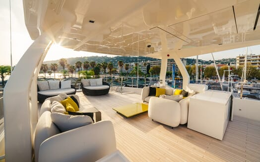Motor Yacht December Six sundeck