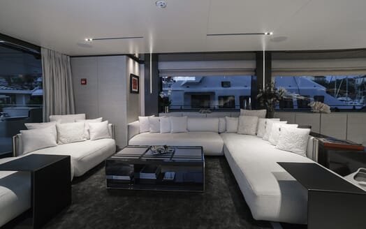 Motor Yacht December Six seating