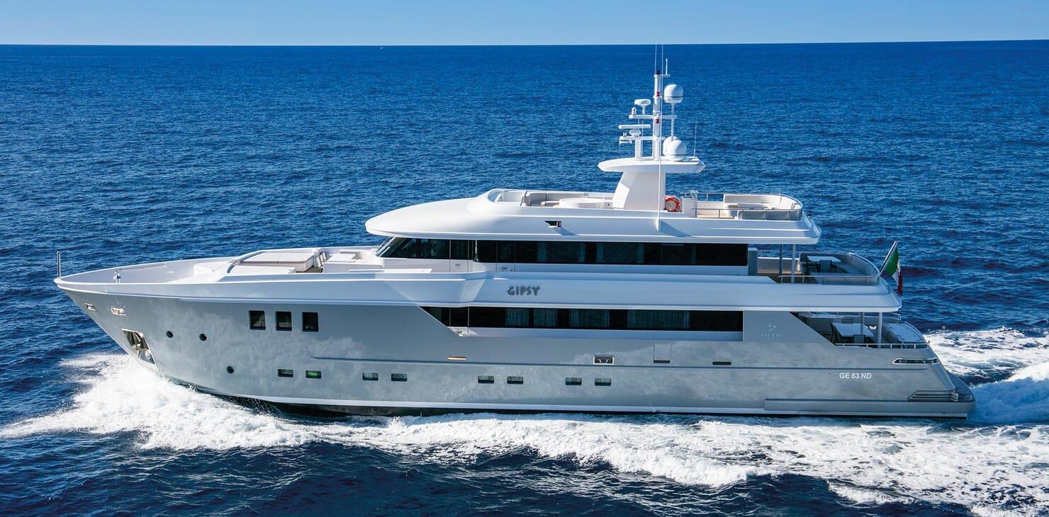 Motor Yacht Otam running shot