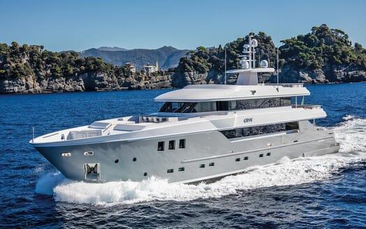 Motor Yacht Otam cruising