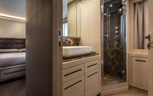 Motor Yacht Otam bathroom
