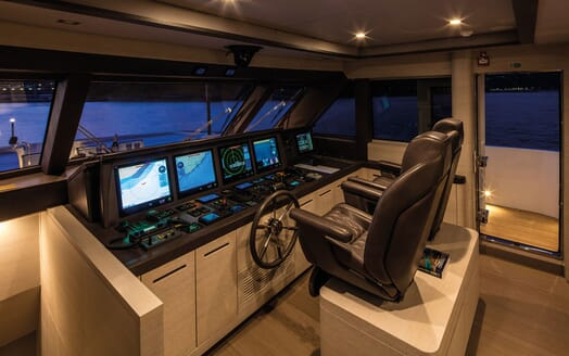 Motor Yacht Otam bridge