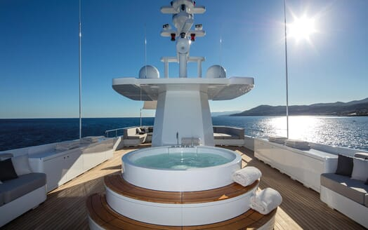 Motor Yacht Otam hot tub