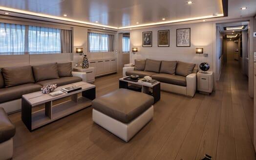 Motor Yacht Otam saloon