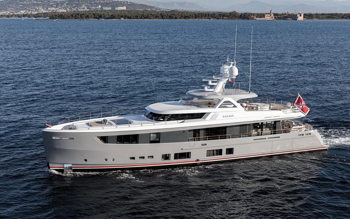 Motor Yacht MANA Profile underway
