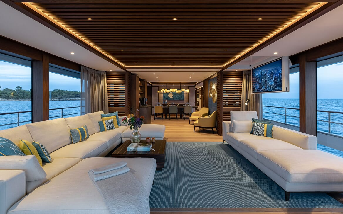 Motor Yacht MANA Main Deck Salon