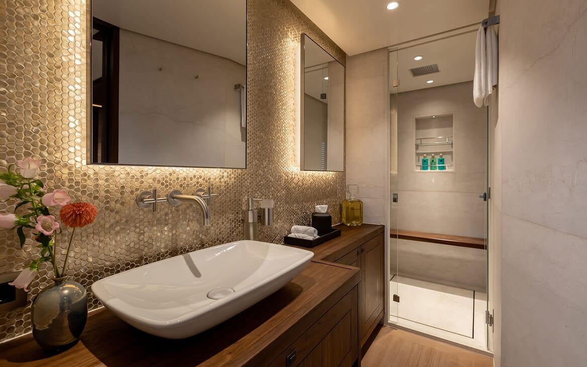 Motor Yacht MANA Bathroom Sink