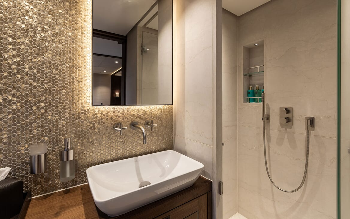 Motor Yacht MANA Shower and Sink